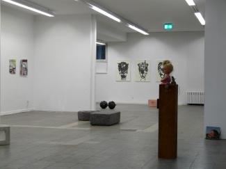 AusstellungsansichtWeAreHappy_II